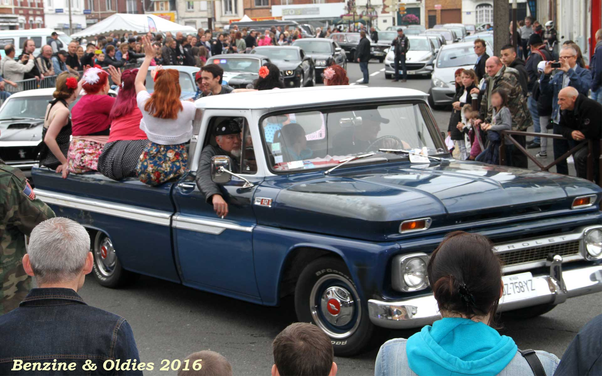 rassemblement concentration expo défilé de voitures américaines à Hénin-Beaumont 876918street201605290009w1920
