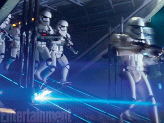 Star Wars : Le Réveil de la Force [Lucasfilm - 2015] - Page 6 885708w47