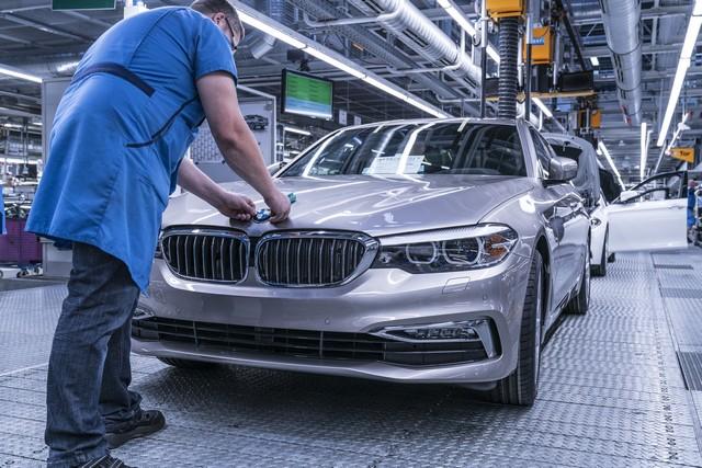 La nouvelle BMW Série 5 Berline. Plus légère, plus dynamique, plus sobre et entièrement interconnectée 891055P90237945highResbmwgroupplantding