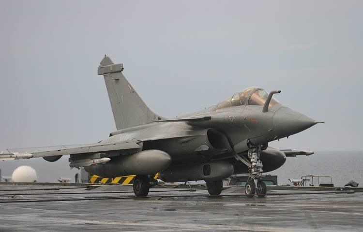 VOUGHT F-8 CRUSADER  891605DassaultRafaleM