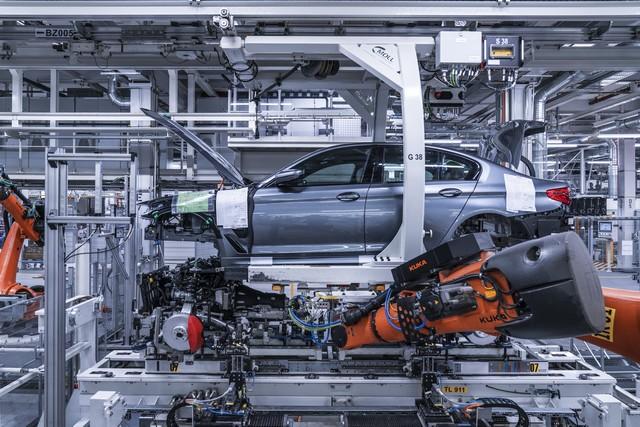 La nouvelle BMW Série 5 Berline. Plus légère, plus dynamique, plus sobre et entièrement interconnectée 895139P90237935highResbmwgroupplantding