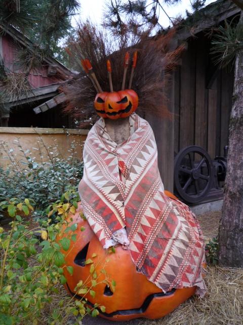 Présentation des Saisons Halloween et Noël 2015 à Disneyland Paris - Page 2 895336P1100414