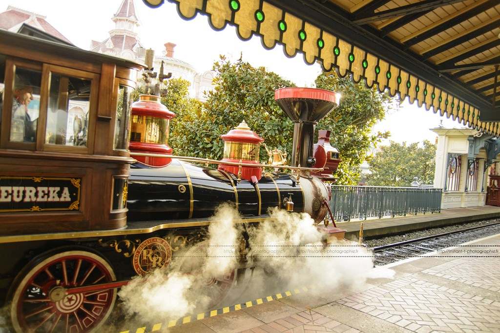 Disneyland Railroad Fantasyland Station - Page 5 89706219janv1453Copier