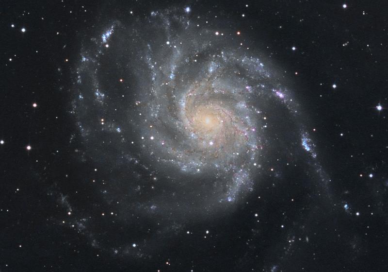 les 1eres lueurs au 360 898266M101couleurgalaxie