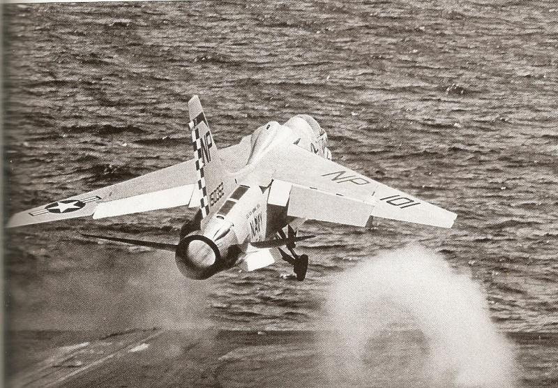 VOUGHT F-8 CRUSADER  899374VoughtF8ECrusaderVF211USSBonHommeRichardCVA31240567