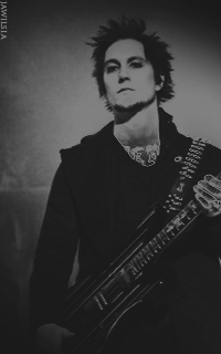 Synyster Gates - 200*320 902253SynysterGates7
