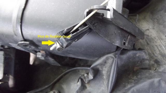 [BMW 316 i E36] Fixation câble d'accélérateur dans le moteur 90366308Fixationducbledacclrateur
