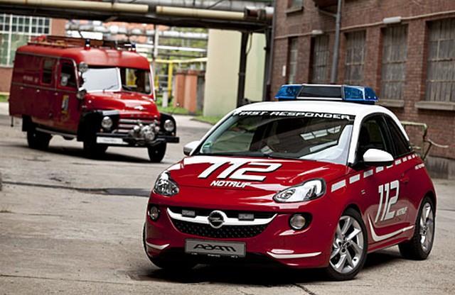 L'Opel ADAM blanche et rouge, assistante idéale des pompiers  904984OpelADAM2860461
