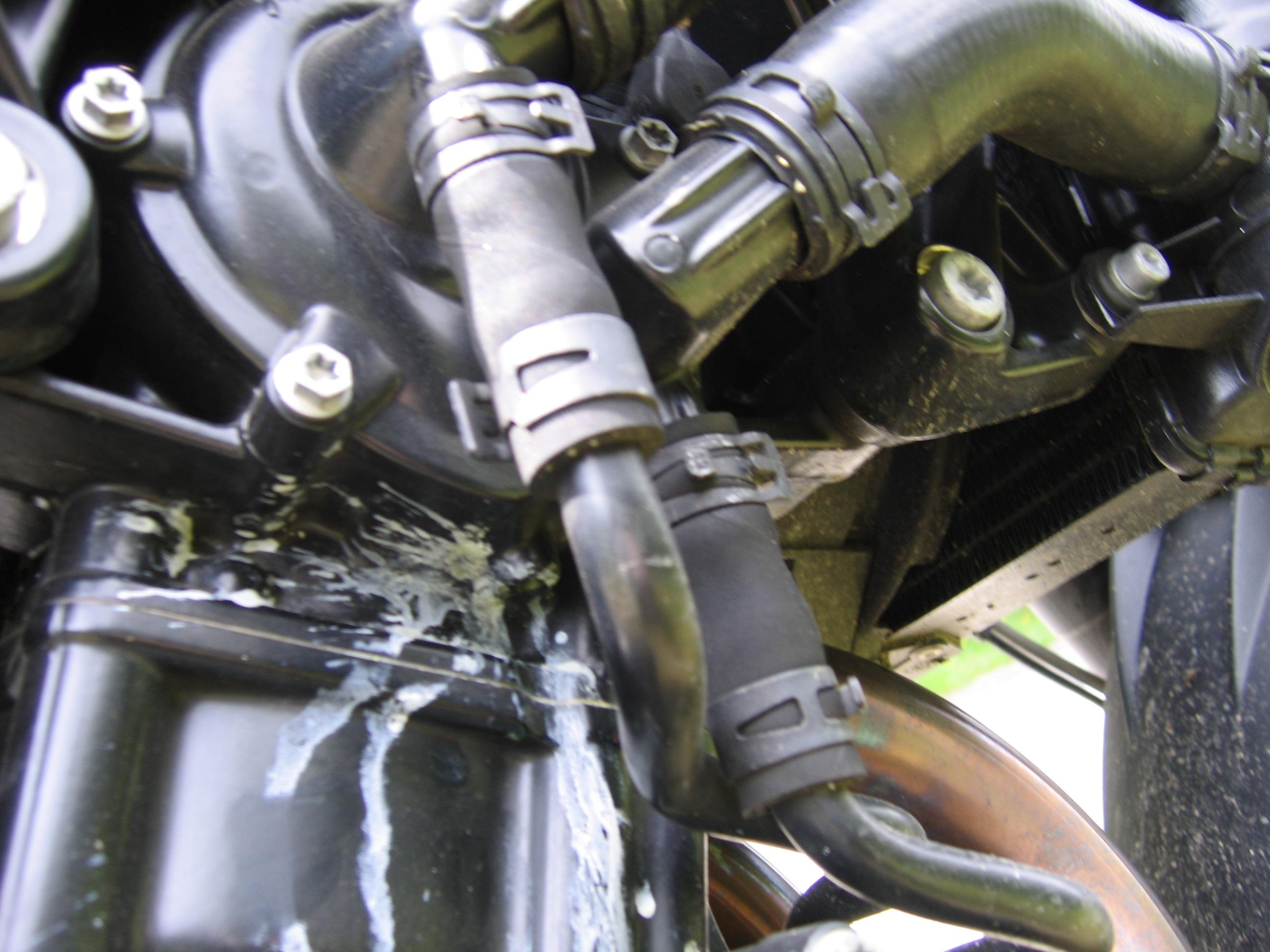 F800R fuite liquide de refroidissement 906654125