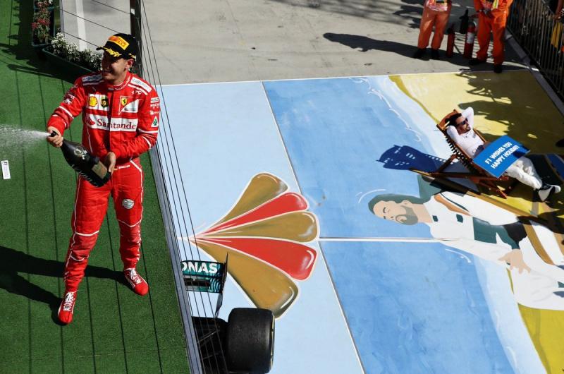 Les images insolites de la F1 - Page 11 908723alonso