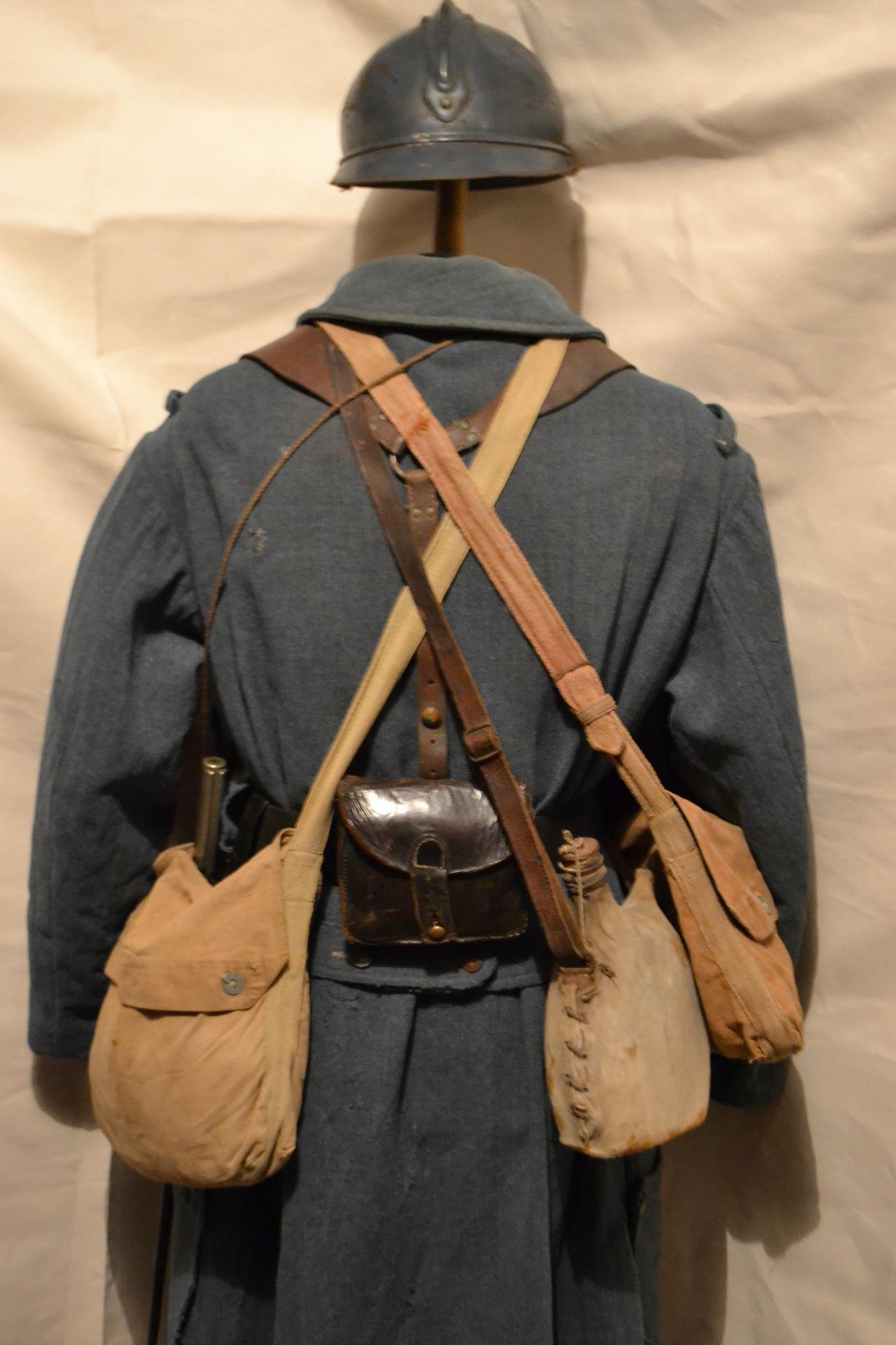 Autour d'une arme ... l'uniforme et l'équipement : quelques exemples 911760DSC1313
