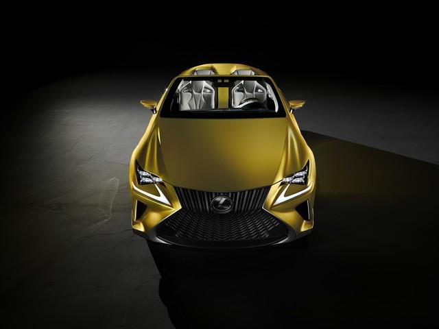 Le Concept Lexus LF-C2 Brille Sous Les Projecteurs Du Salon De Los Angeles 912035LFC2aDirectFronthigh