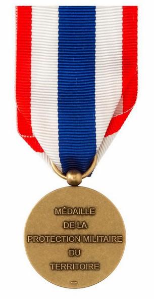 [ Logos - Tapes - Insignes ] Une nouvelle médaille de la protection militaire du territoire 928059Verso