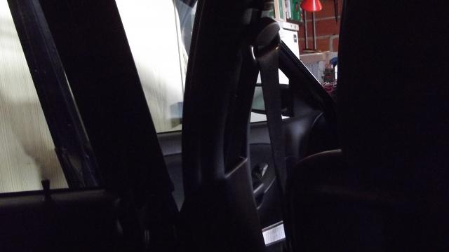 [BMW 316 i E36] Ceinture de sécurité côté conducteur 929091Piedcentral2