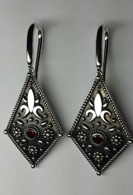 Boucles d'oreilles en argent avec des grenats taille brillant 92934320151127170602