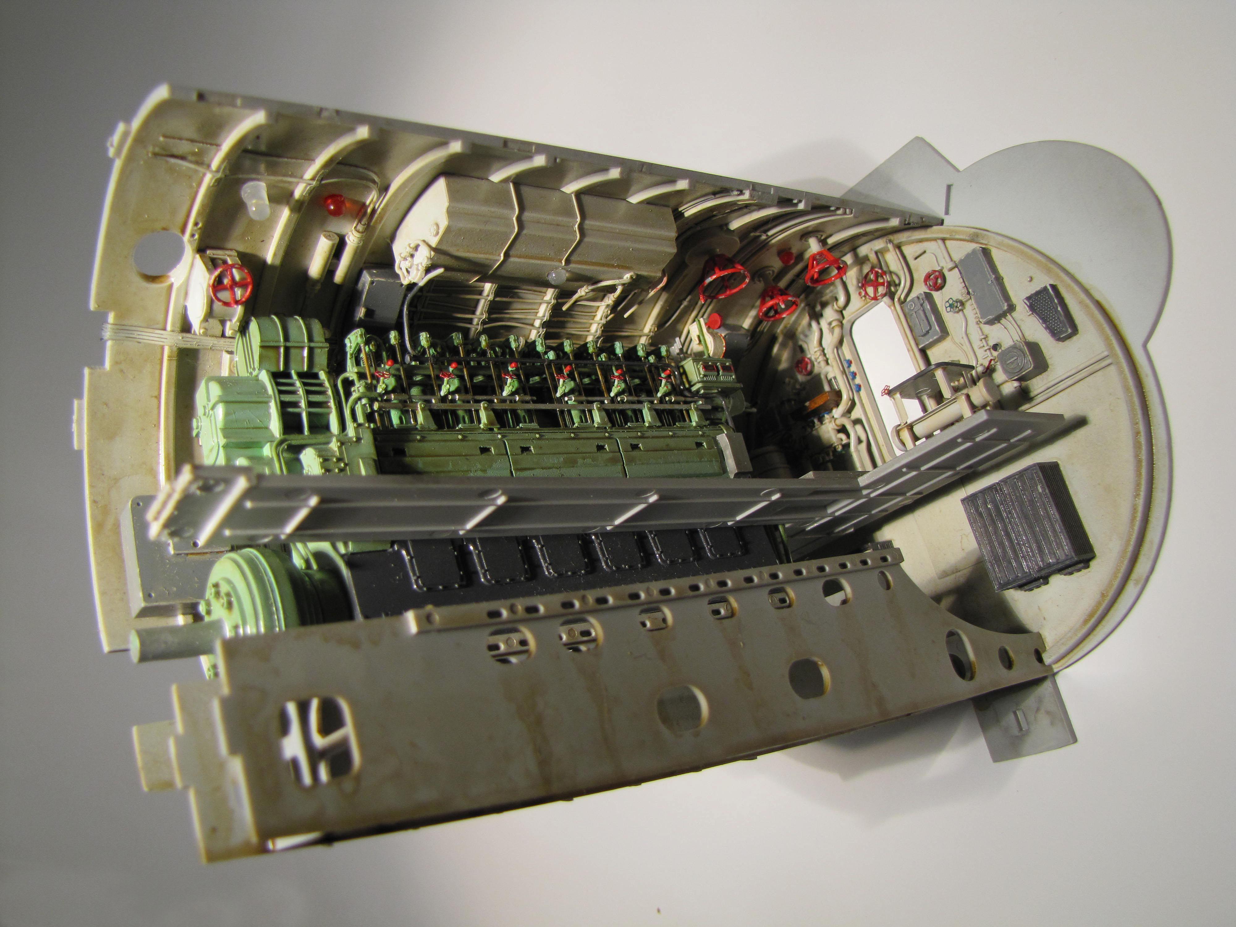 U-552 TRUMPETER Echelle 1/48 - Page 4 929634znb