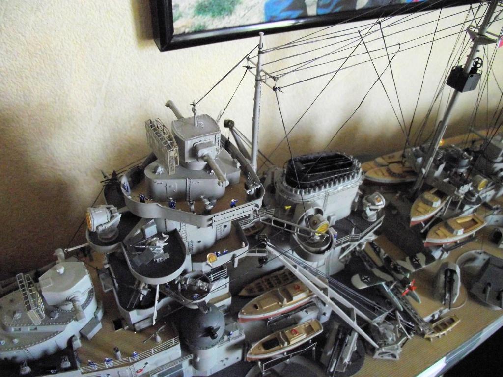 Bismarck Trumpeter 1x200 avec PE et figurines Eduard 930355Bismarck1x200131