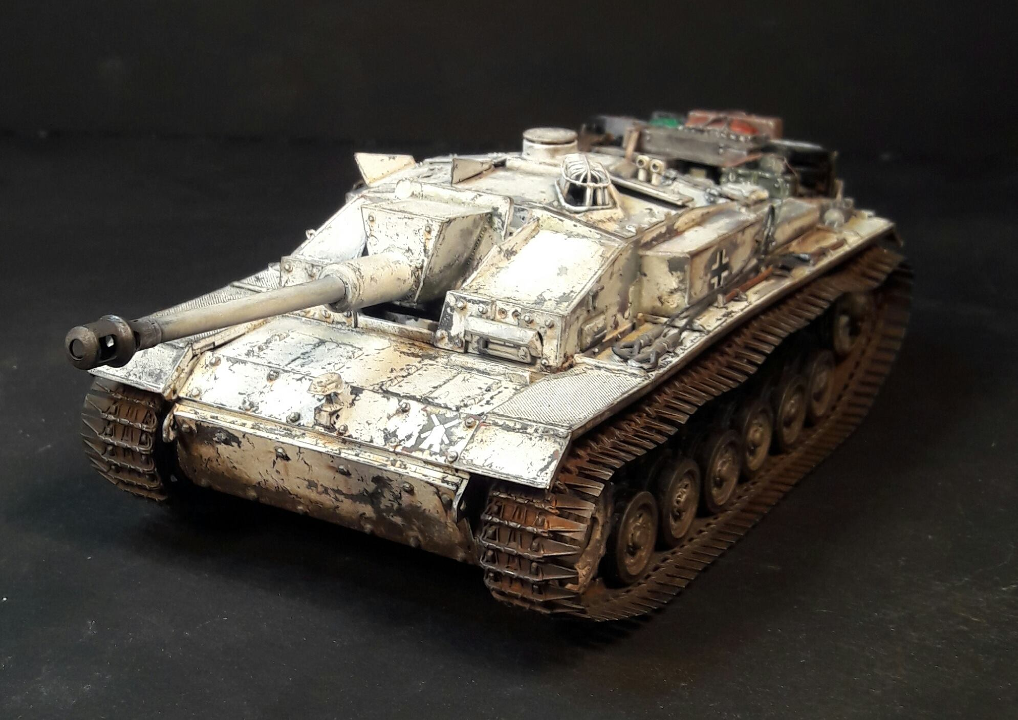 StuG.III Ausf.F/8 late production w/Winterketten - 1/35 - Page 2 9307432088362610212098510312560662923666o