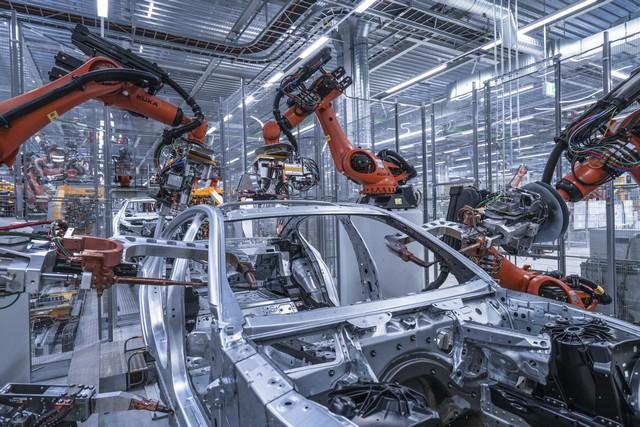 La nouvelle BMW Série 5 Berline. Plus légère, plus dynamique, plus sobre et entièrement interconnectée 936147P90237971highResbmwgroupplantding