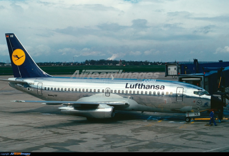 BOEING 737 1/125ème Réf 454 937782737lufthansa