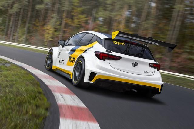 Présentation de la nouvelle Opel Astra TCR aux écuries clientes 941433OpelAstraTCR298090