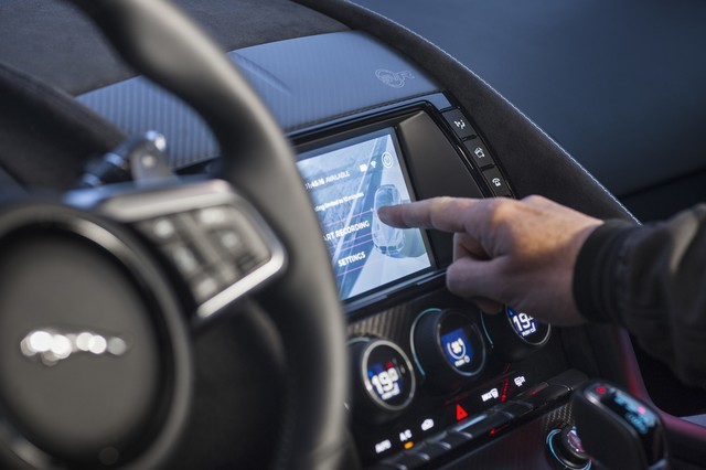 Lancement De La Nouvelle Jaguar F-TYPE Dotée De La Technologie GOPRO En Première Mondiale 944832jaguarftype18myrerunapp10011706