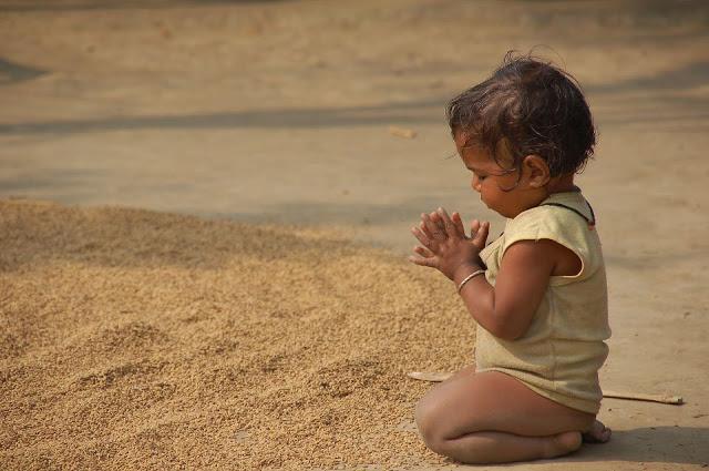 """""""Apportons notre lumière pour la paix dans le monde"""" - Page 2 947023enfantnoirprie"""