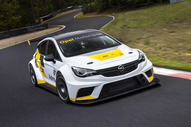 Présentation de la nouvelle Opel Astra TCR aux écuries clientes 950249OpelAstraTCR298092