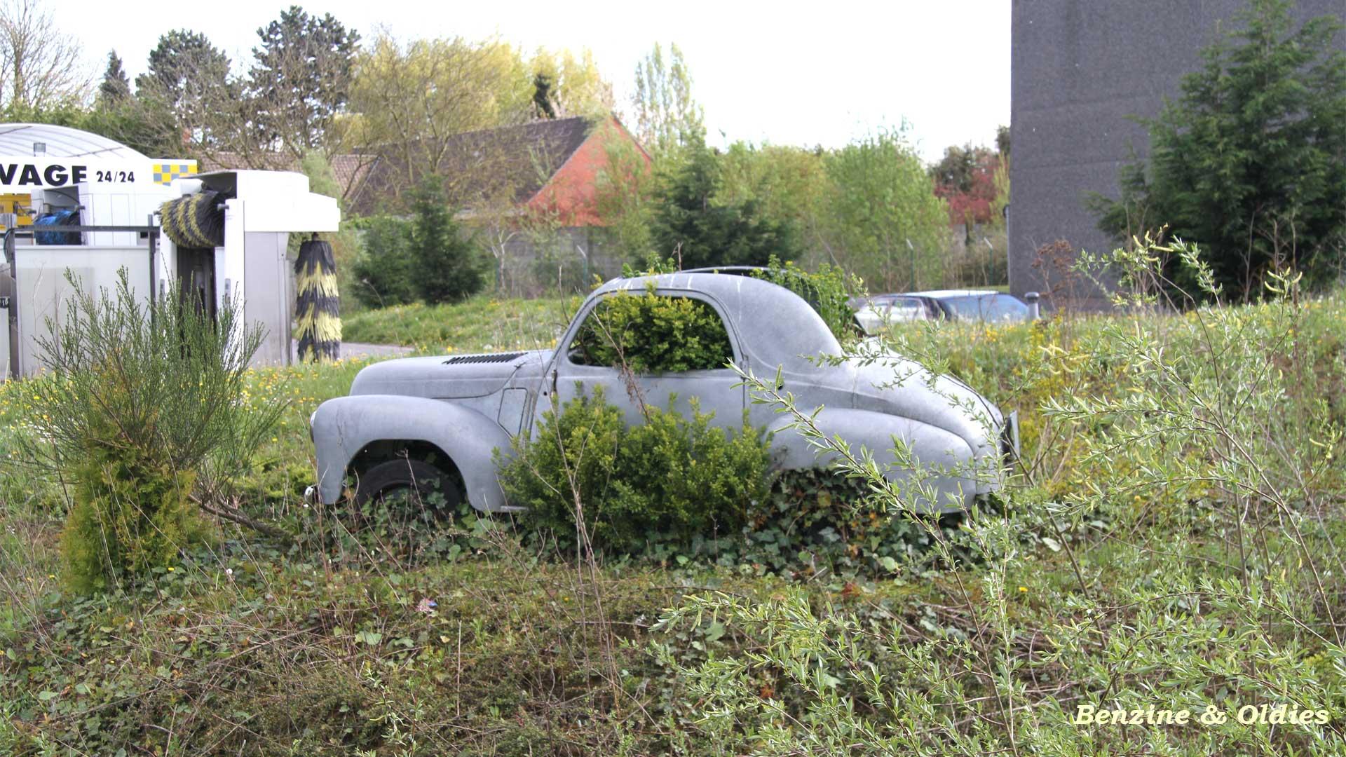 une Simca 6 carrosserie aluminium oubliée dans la nature - Simca6 951789simca6street14w19201080