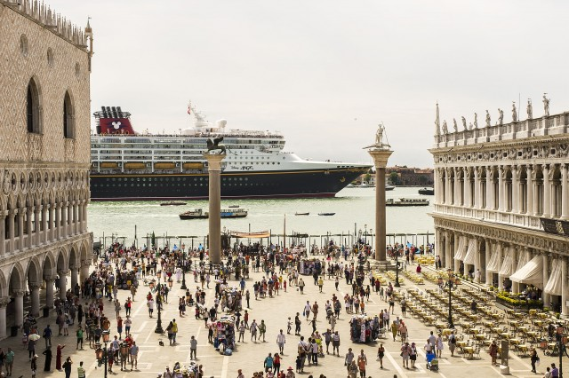 [Disney Cruise Line] 2013: Disney Magic en Europe, Disney Wonder au départ de Miami - Itinéraires page 3.  - Page 5 952933DisneyMagicVenise2