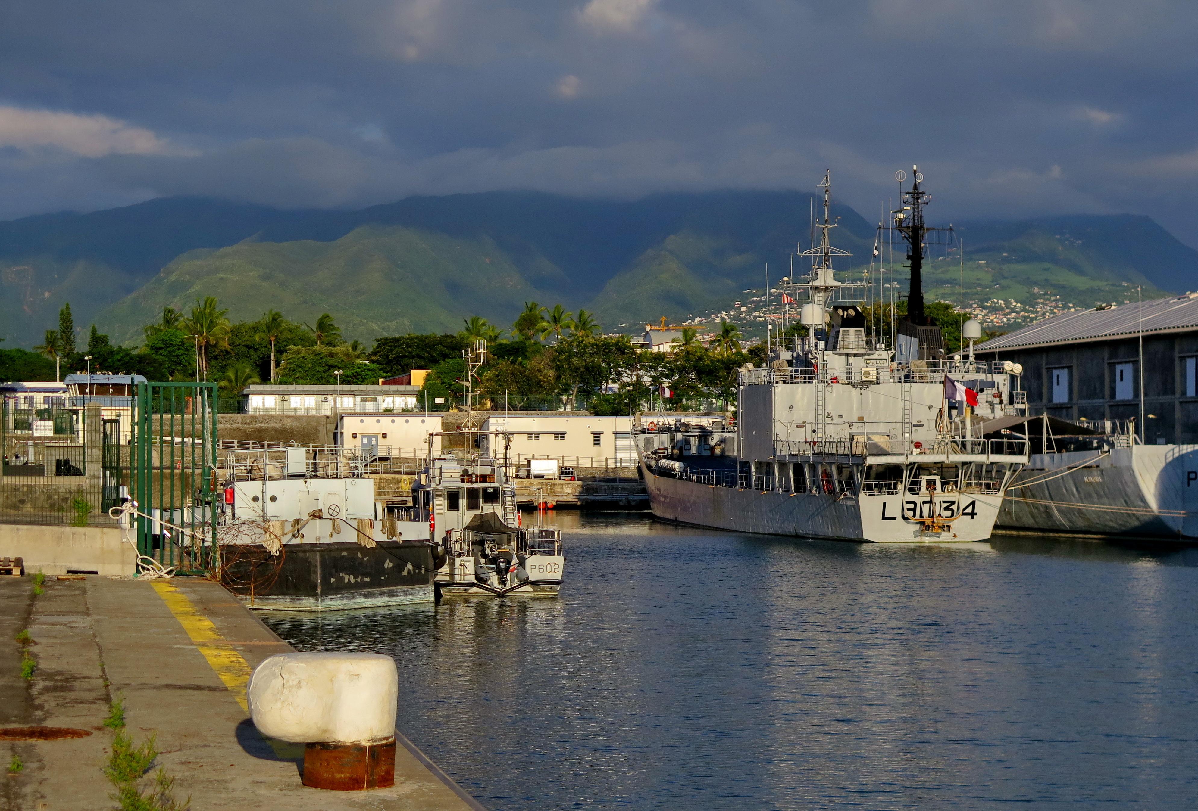 [Vie des ports] Les ports de la Réunion - Page 6 955650leportsolange028