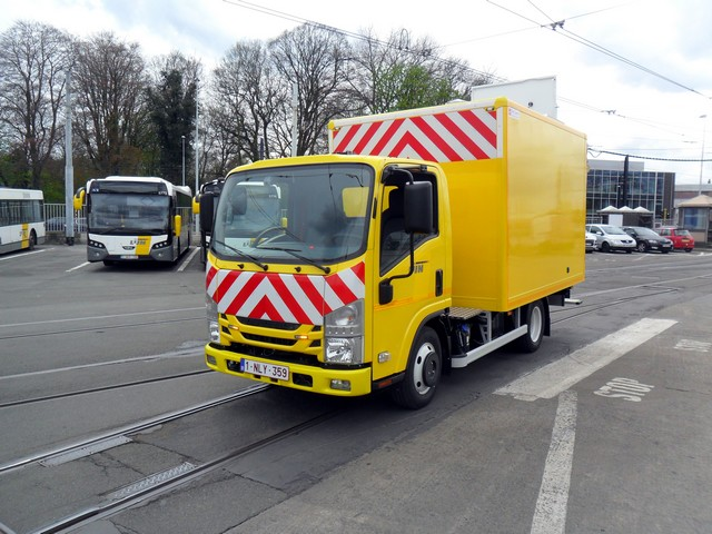 Isuzu livre un véhicule polyvalent à De Lijn 956741delijnlevering068