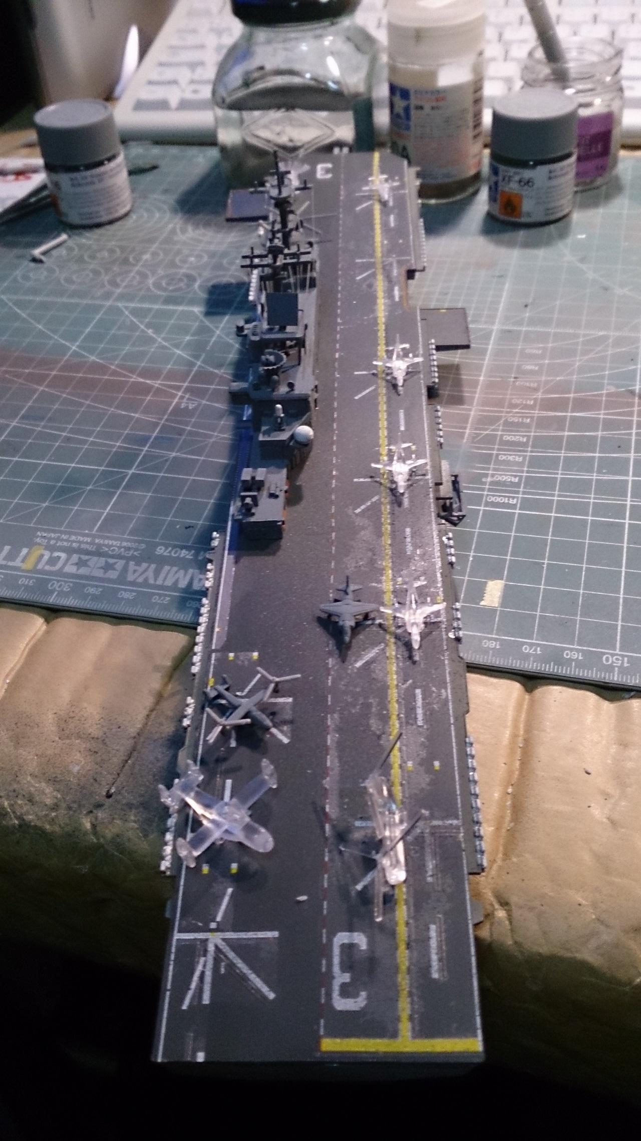 USS KEARSARGE LHD-3 1/700 REVELL - Page 2 964017Kearsarge41