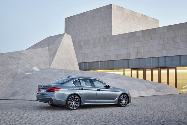 La nouvelle BMW Série 5 Berline. Plus légère, plus dynamique, plus sobre et entièrement interconnectée 964837P90237215highResthenewbmw5series