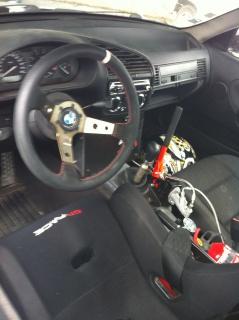[ BMW e46 325 ci Cabriolet an 2002 ] Pneu avant lisse à l'intérieur 965678IMG0328