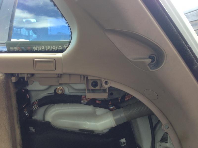 [BMW E46 Touring] Changement des haut-parleurs arrières 969935IMG5712