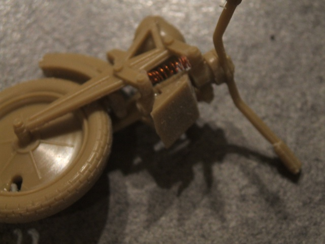 SdKfz 2 Kleines Kettenkraftrad [TAMIYA] [montage terminé] avec remorque transport de bombes [scratch] [terminé] 973185DSCF6861