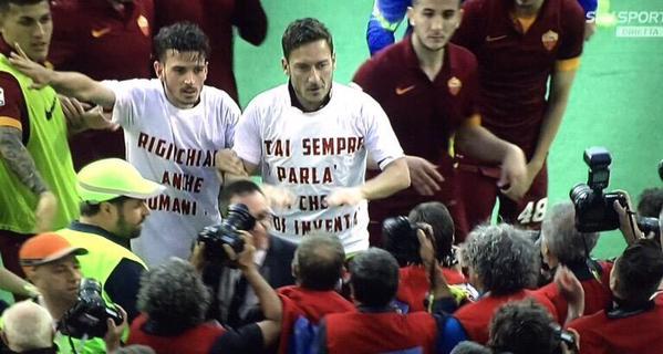 SS Lazio 1-2 AS Roma (37ème journée) - Page 25 973621CF3uK0yWAAI9G61