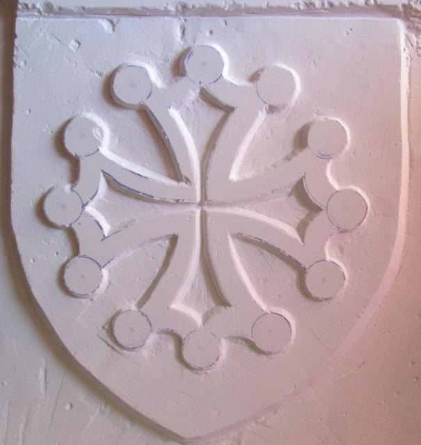 Sculpture sur carreaux de platre ( Croix Occitane ) 9807621170