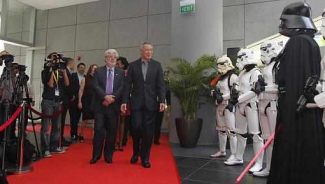 [Lucasfilm] Inauguration du Sandcrawler building à Singapour (2013)  982319sc4