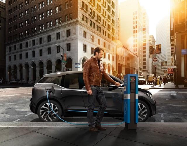 BMW Group : 1er constructeur automobile fournisseur de services à la mobilité électrique avec l'extension de son offre ChargeNow en France  986797P90141026highResbmwichargenowchar