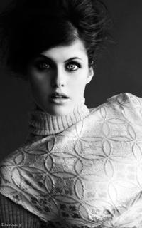 Alexandra Daddario - 200*320 987250alex4
