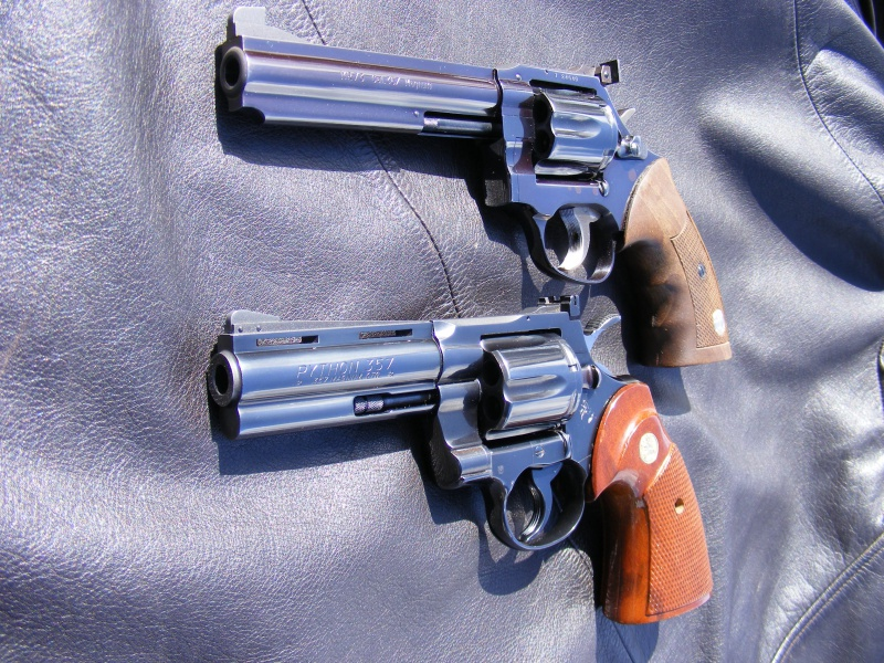Le duel Colt Python VS Manurhin MR73 9896512903