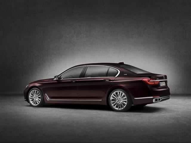 BMW et American Express lancent la Carte Platinum American Express signée BMW une première dans le segment automobile Premium en France 993008P90208708highResbmwm760lixdrivemo