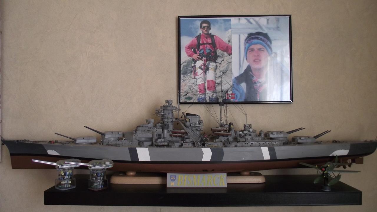 Bismarck Trumpeter 1x200 avec PE et figurines Eduard 993773Bismarck1x200188