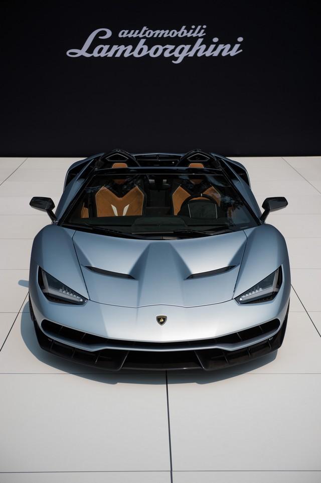 Lamborghini a dévoilé sa Centenario Roadster à Pebble Beach  994865446257
