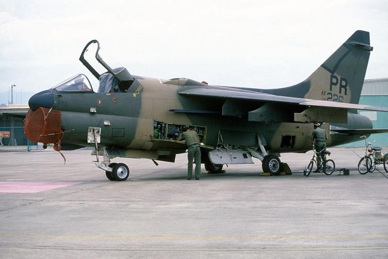 LTV A-7 Corsair II [NOUVELLE VERSION] 999645LTVA7DCorsairII323