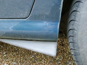 Corrosion au niveau du bas de caisse arrière. Mini_614060S6000973