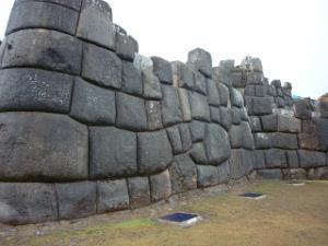 Les ruines de Puma Punku - Page 6 Mini_659300P1000417