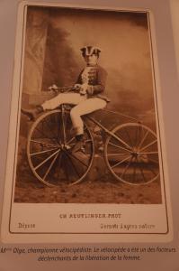La libération de la femme... par le vélo Mini_788442Luberon237